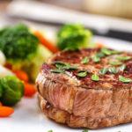 carne alla griglia con verdure